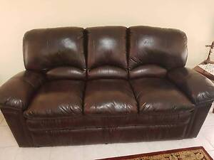 Leather lounge suite Prestons Liverpool Area Preview