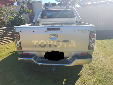 MUST GO THIS WEEKEND$15000 Toyota Hilux  2006 SR5  ONO 200000kms