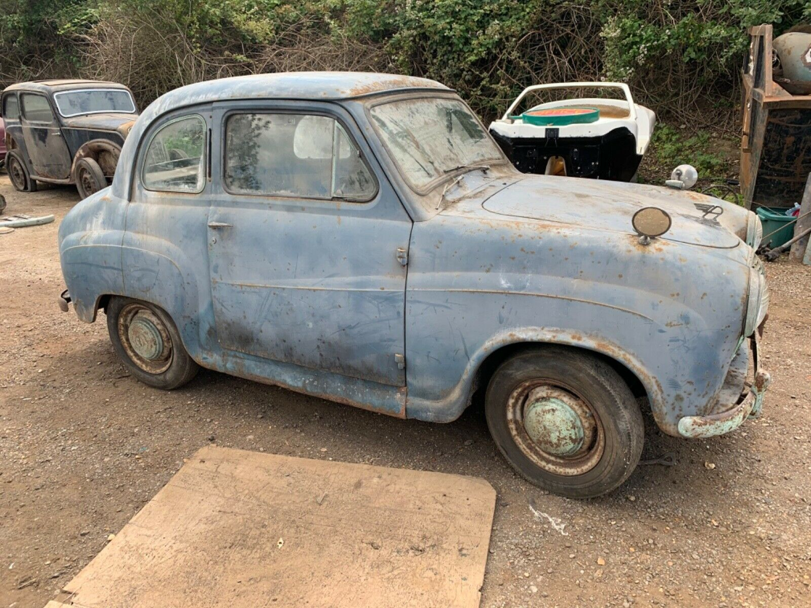 Austin-a30-2-door-1955-barn-find-stored-since-1981-for-restoration