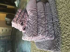 Purple towel and facecloth set with mat