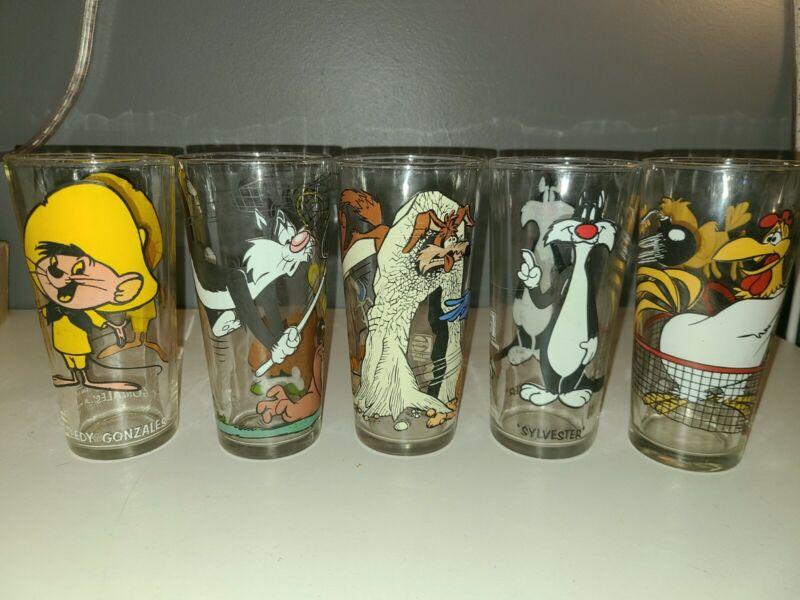 5 Vintage Looney Tunes Glasses  - 1973 1976 Pepsi Collector Series Warner Bros