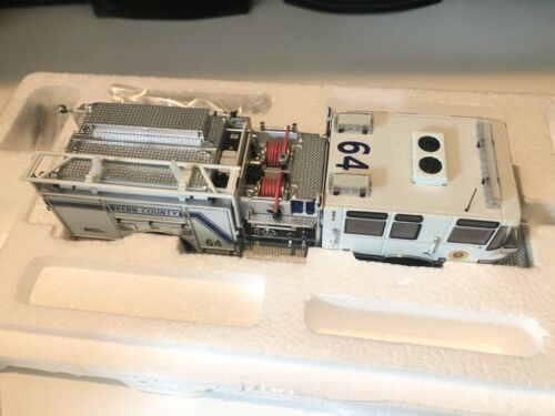 TWH 081-01168 Pierce Quantum Kern County Fire Engine 64 1/50
