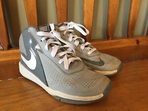 Nike Shoes -Size 5 boys/youth