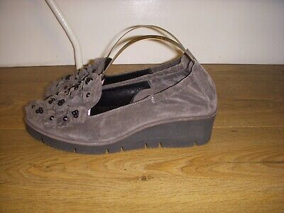 Kennel & Schmenger grey suede leather flower low wedge slip on shoes UK 3