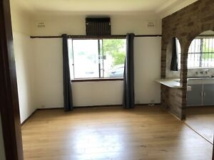 House for rent, 3min walk to Granville station.