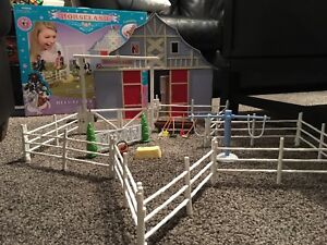 Horseland  deluxe stable playset