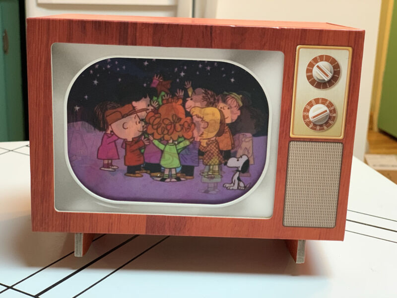 50 YEARS HALLMARK Peanuts A TV TRADITION -RARE Musical, light and sound