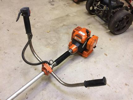 OleoMatic 733T petrol powered whipper snipper