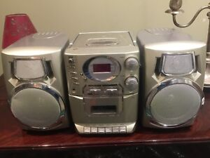 Stereo in excellent condition (CD, tape and radio)