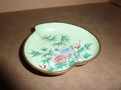 CHINESE 12.8CM GREEN ENAMEL ON COPPER HEART/LEAF SHAPE DISH WITH FLOWER AND LEAF