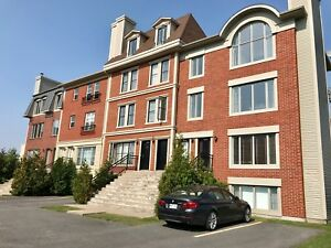 Grand 5 1/2 à louer brossard, Large Condo for rent  Dix30