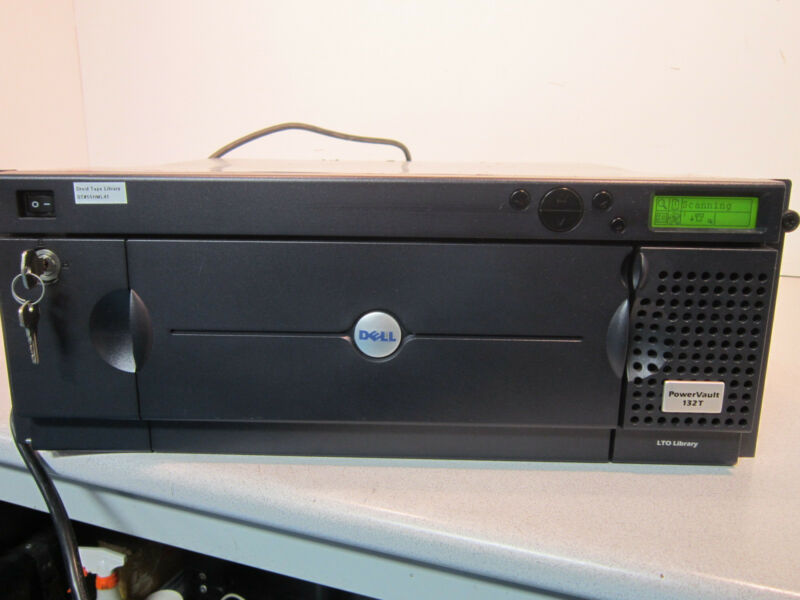 Dell 132T Tape Library with keys and tapes