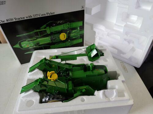 John Deere 4020 Tractor with 237 Corn Picker, ERTL 1/16 Precision Classics
