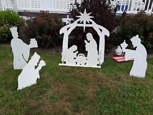 Outdoor Nativity ..... hand made. Asking $ 90... paid $160.