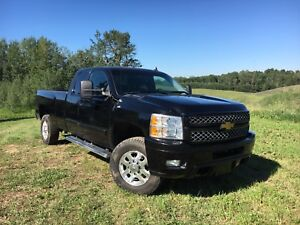 2013 GMC Sierra SLE 3500HD 4x4 Ext cab.  Long Box.  gas