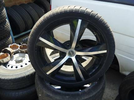 """17"""" rims an tyres off commodore"""