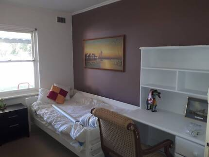 Share room in 3BR house fully furnished in Bedford Park.