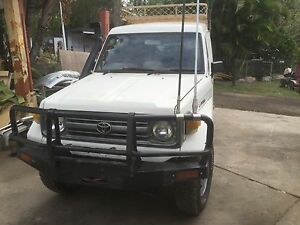 Toyoata land cruiser diesel troopy 12/98 low klms air cond Logan Reserve Logan Area Preview