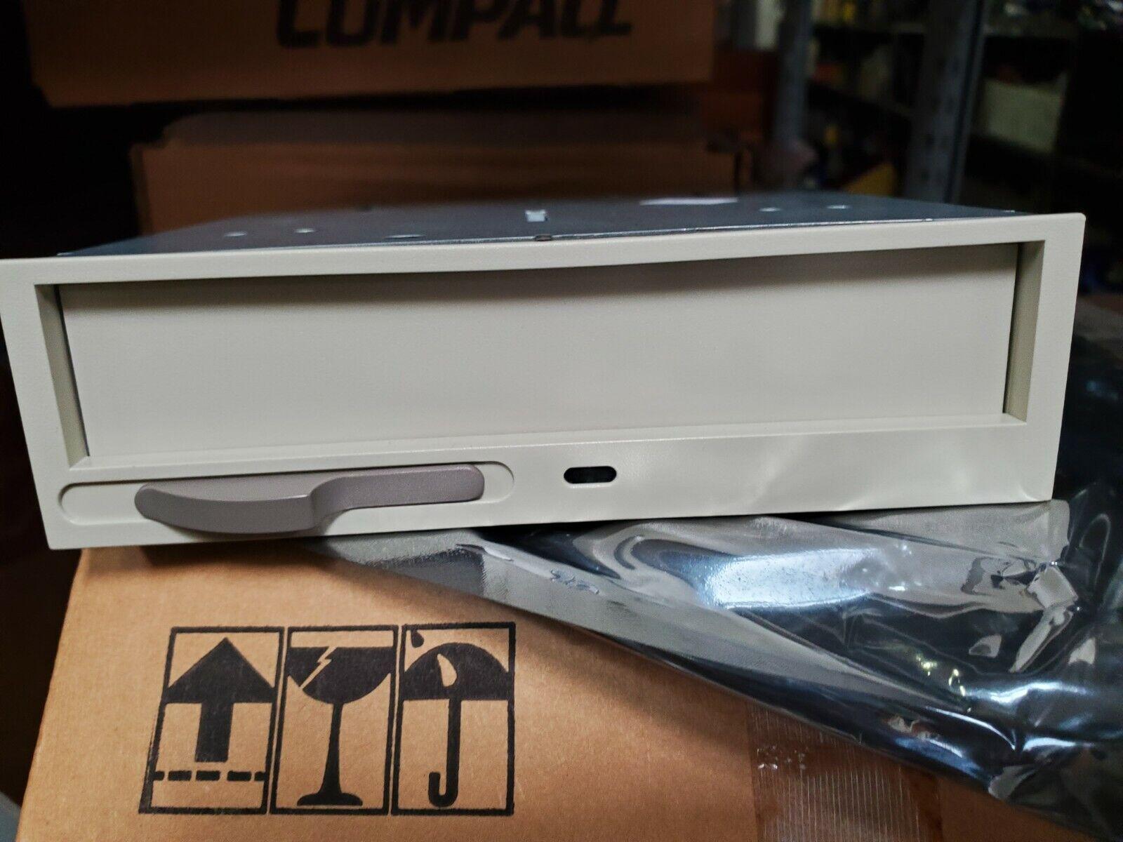 как выглядит Дисковод для гибкого магнитного диска (дискеты) COMPAQ ARMADA 7000 HALF-HEIGHT MULTIBAY ADAPTER фото