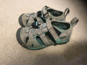 Mint Condition Girls Size9 Keen Shoes