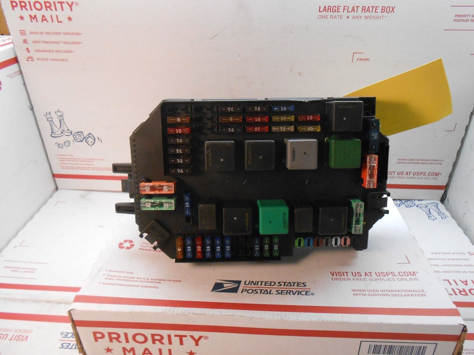 Used Mercedes Benz Controllers For Sale Page 8 2007 S550 Fuse Chart Along With How To Replace Breaker 2009 S Class Box A 2215408345 Pl0137