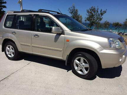 8m rego campervan 4x4 WITH BED-CAMPING
