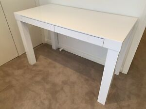 Desk- White lacquer with 2 drawers
