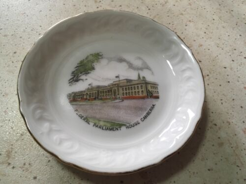 Vintage 'FEDERAL PARLIAMENT HOUSE CANBERRA' By WESTMINSTER AUSTRALIA. Good Cond