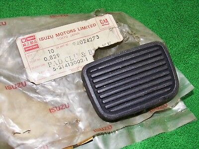 NOS GM 94024273 Brake & Clutch Pedal Pads for 72-80 Chevy LUV