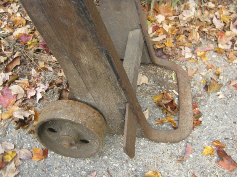ANTIQUE COUNTRY FAIRBANKS INDUSTRIAL CAST IRON WOOD CASTER WHEEL CART TABLE USA