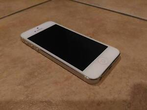 Excellent Condition - Apple iPhone 5 64GB White/Silver Unlocked Browns Plains Logan Area Preview