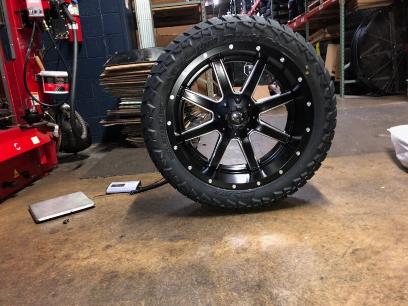 "22x10 Fuel Maverick D538 Wheel Tire Package Amp 33"" Mt 6x139.7 Toyota Tacoma"