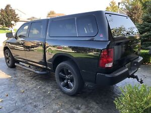 "Leer truck cap Dodge Ram 5'-7"" box black removable window at cab"