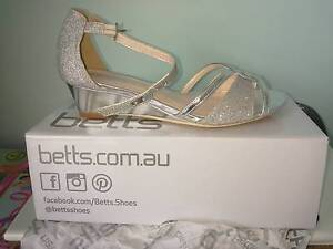Girls Silver Shoes Aspendale Gardens Kingston Area Preview