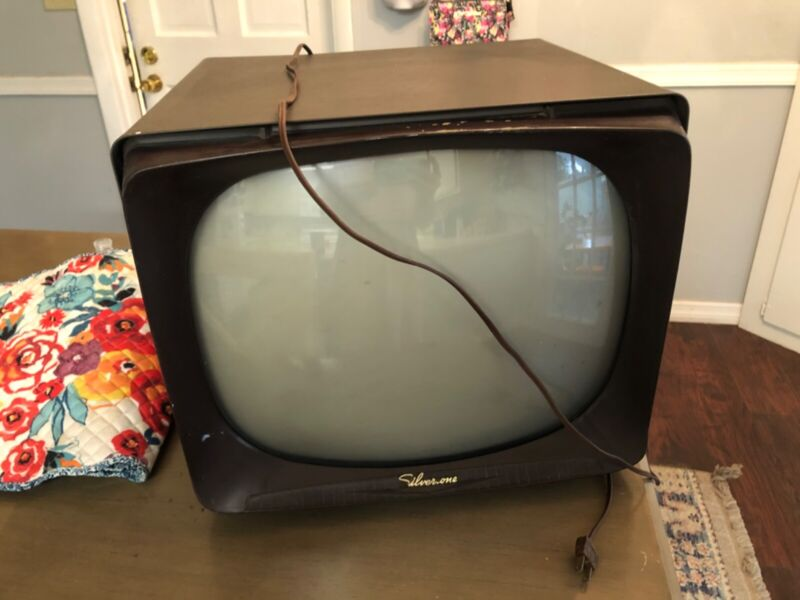 SILVERTONE VINTAGE TV. WORKING CONDITION!