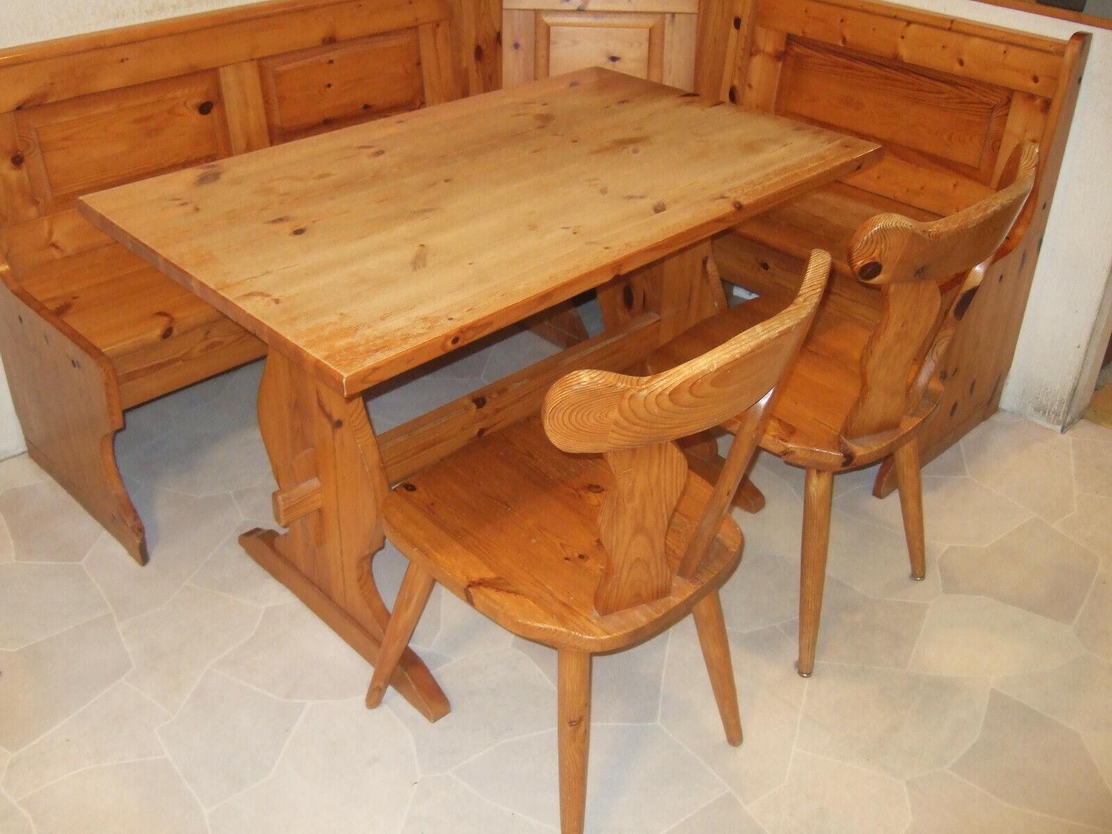 Eckbankgruppe / Truheneckbank mit Tisch und zwei Stühlen aus Massivholz