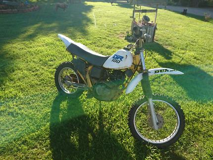 Suzuki DR 100
