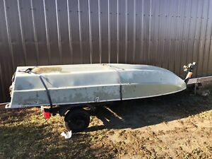 13 Foot Fibreglass Boat With Oars And Trailer