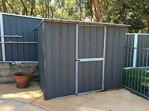 Free - Pool/Garden shed - average condition Belmont Lake Macquarie Area Preview