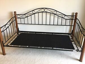 Day bed / frame for twin bed