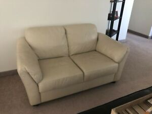 Couch & loveseat - Welland
