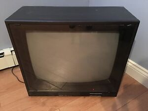"Sanyo Working 33"" TV"