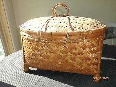 Vintage Large Woven Wicker Picnic Sewing Decorative Basket Double Handle Lid