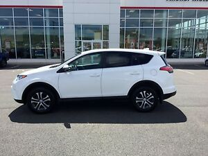 2016 Toyota RAV4 LE CLEAN ; LOW KMS; AWD
