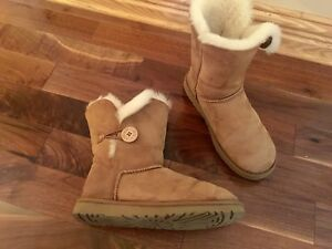 UGG— BOTTES D'HIVER/WINTER BOOTS- FEMMES/WOMEN - TAILLE/SIZE 9