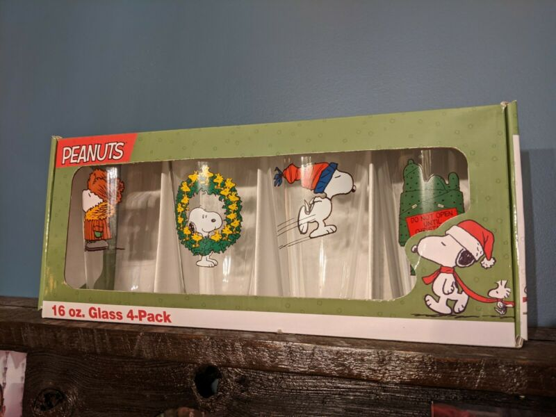 Peanuts Snoopy Charlie Brown Christmas Drinking Glasses 16 oz Glass Set Of 4
