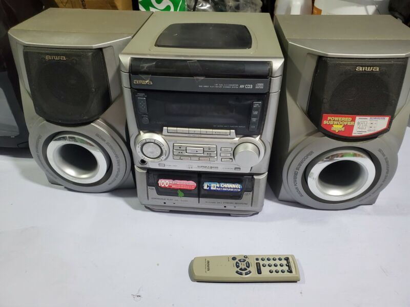 Aiwa  Stereo 3 CD Disc Changer Dual Cassette Speakers - great condition