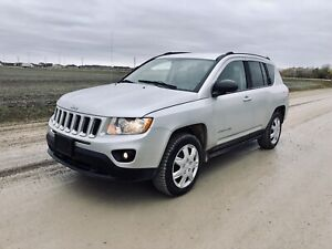 2011 Jeep Compass 4WD **LOW KM* Clean Title/SAFETIED!