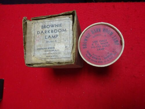 VINTAGE  BROWNIE DARK ROOM LAMP IN ORIGINAL BOX