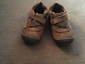 Toddler size 6 robeez shoes